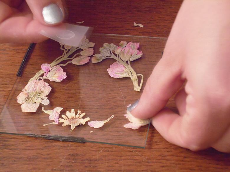 10.stick_flowers_with_gluespots