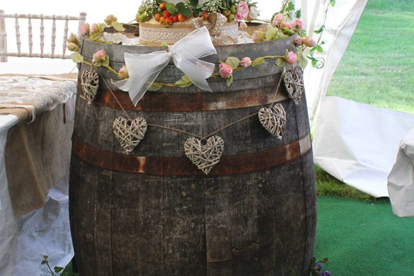 A laid-back wedding with a festival theme!