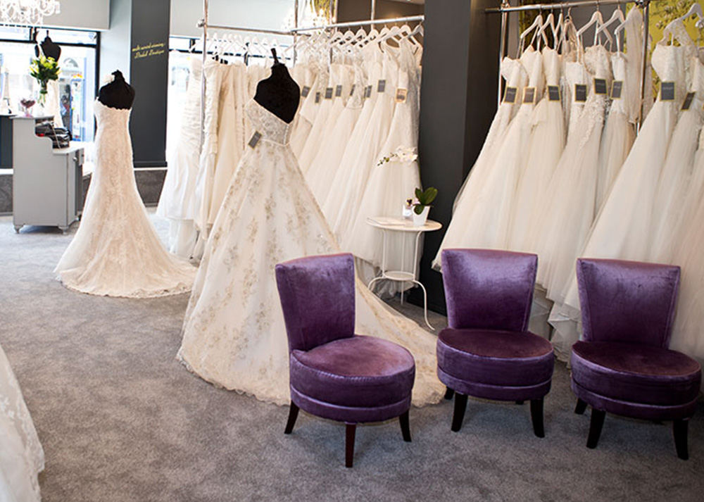 Essential wedding dress shopping tips love our wedding for Wedding dress shops reading