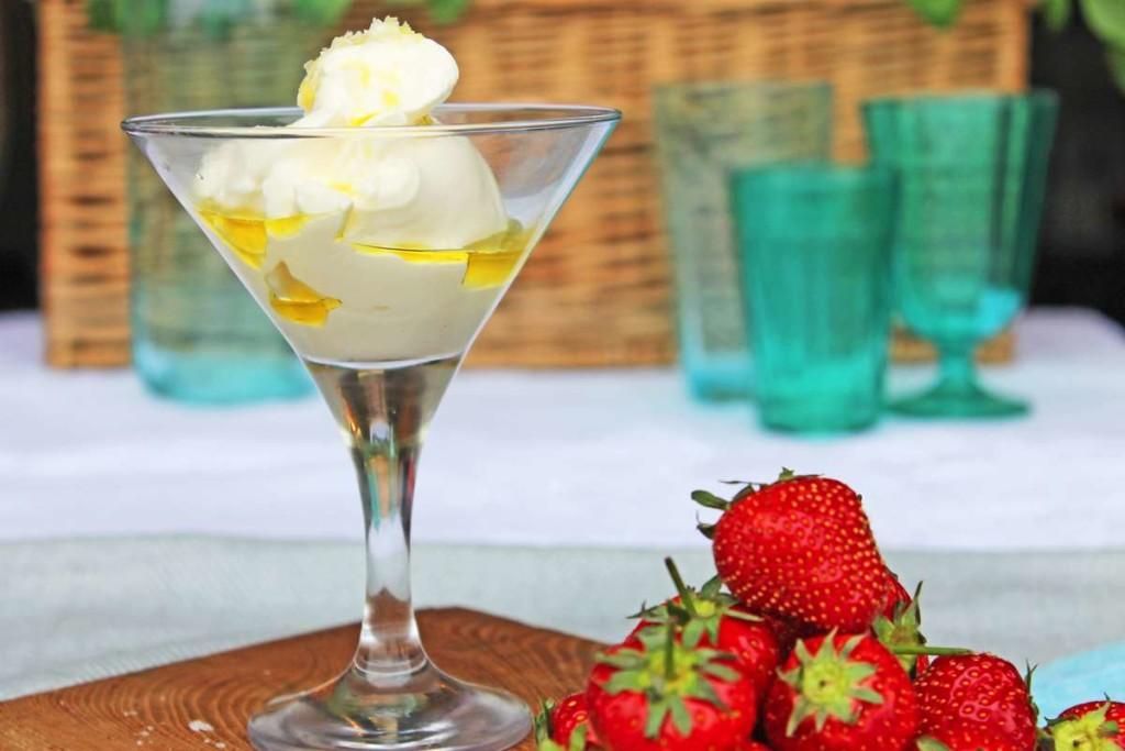 KempandKempcatering.co.uk Italian Food - Gelato and Strawberries (3)