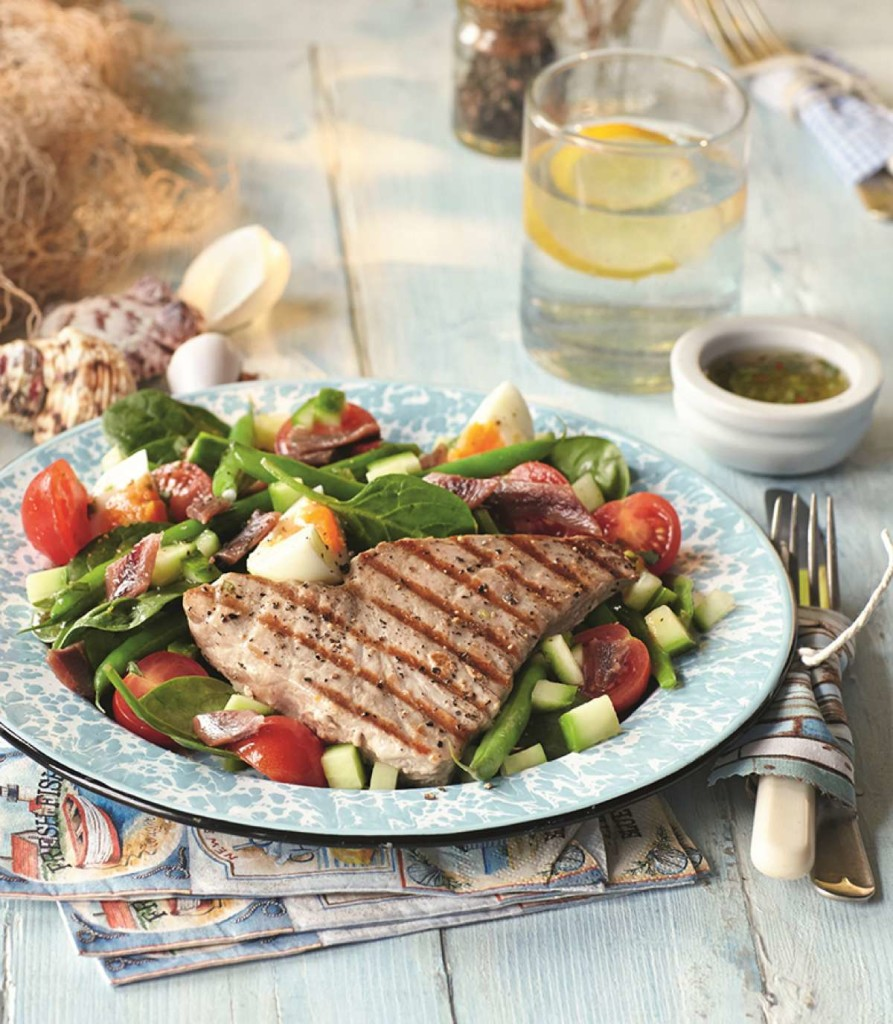 Tuna steaks on Nicoise Salad_SP_LB_SUMMER