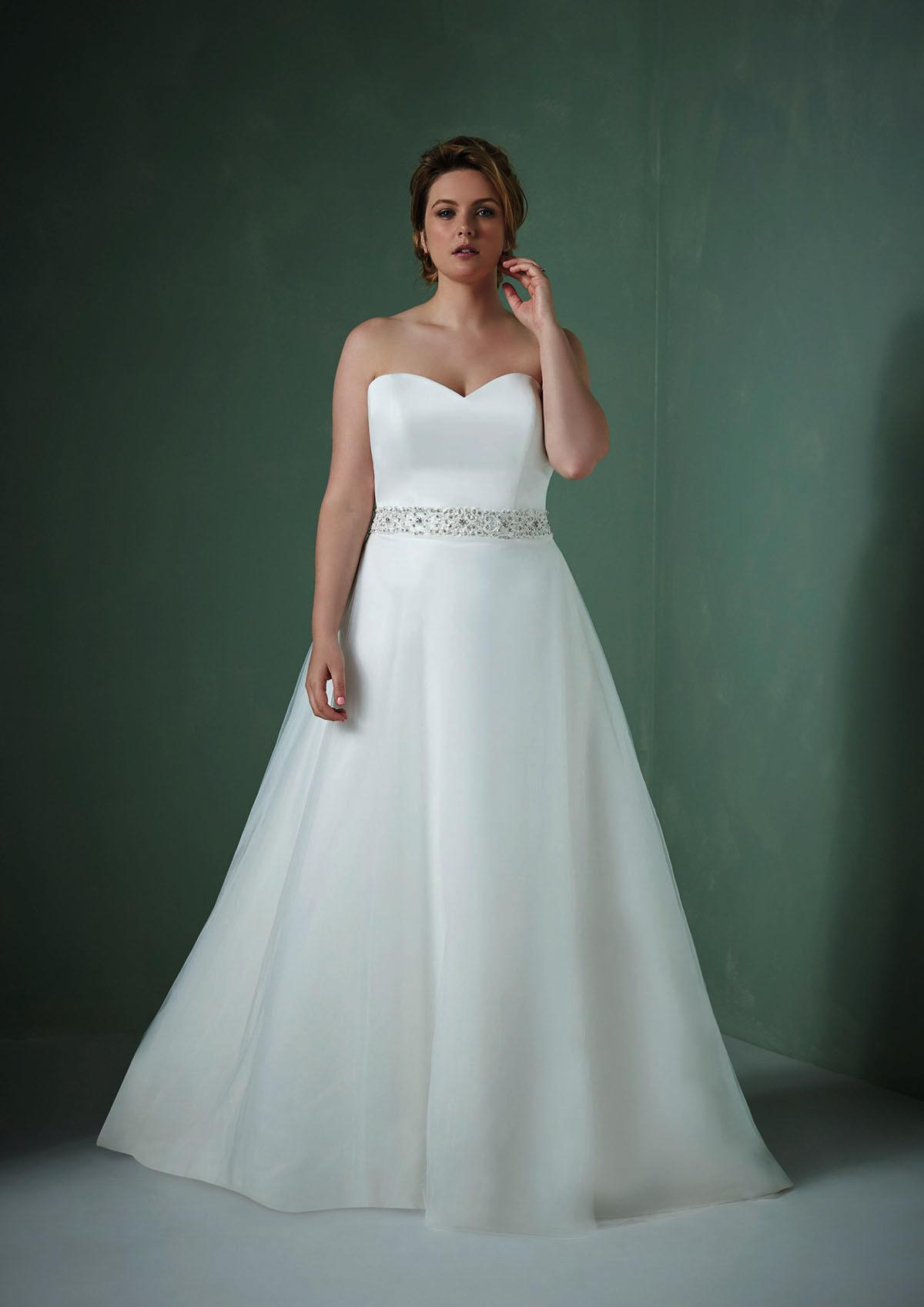 We can\'t get enough of these Plus size wedding gowns! - Love Our Wedding