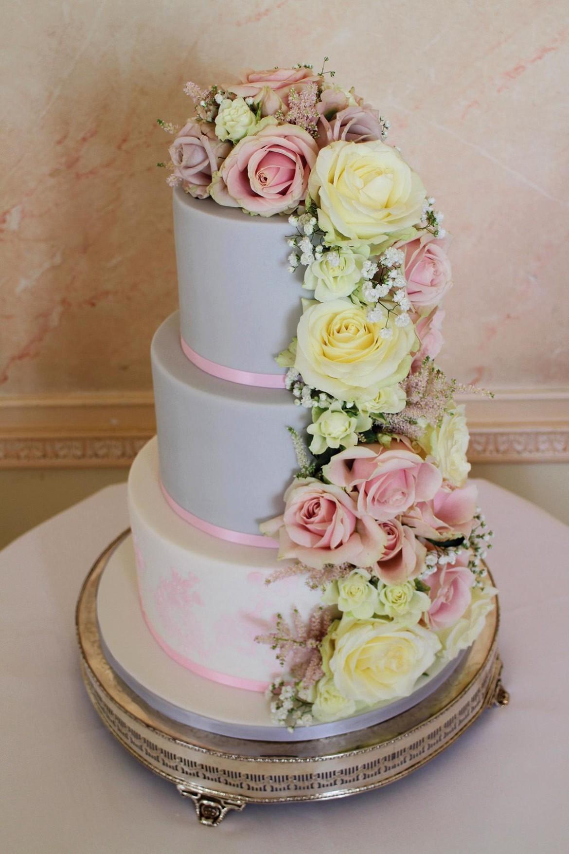 Win your wedding cake!