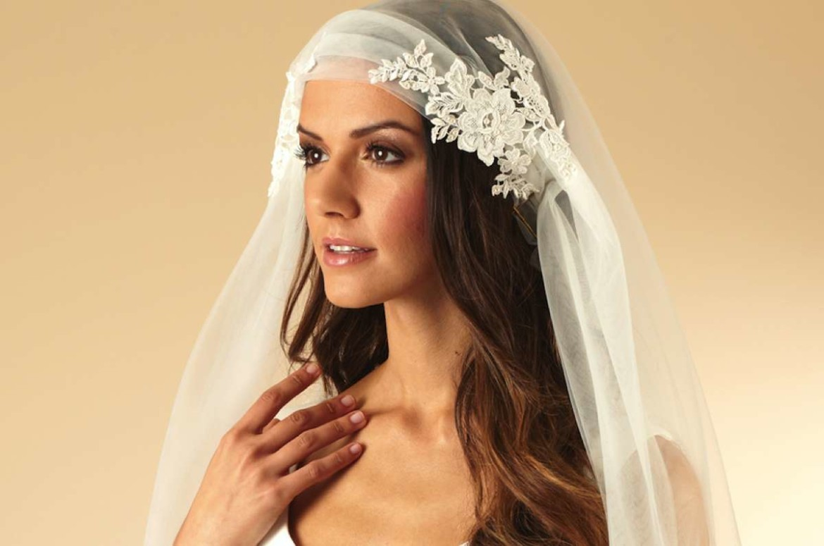 Wedding accessories from Arianna Tiaras