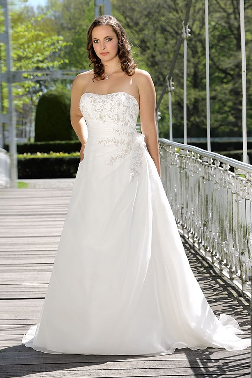 Fabulous plus size wedding dresses from Ladybird - Love Our Wedding