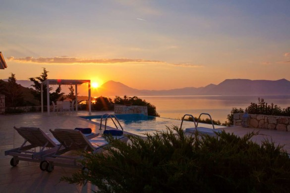 Honeymoon villas in Greece