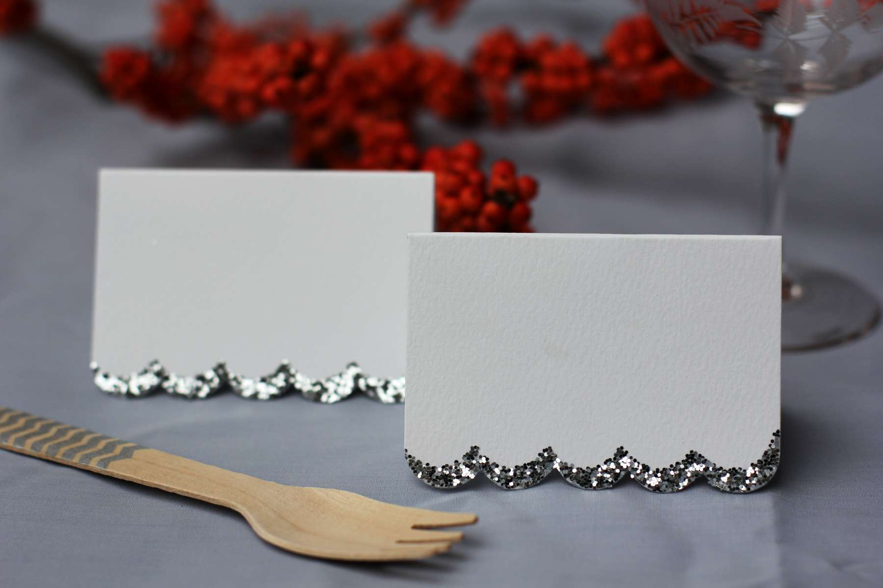 silver_white-glitter-place-cards_2