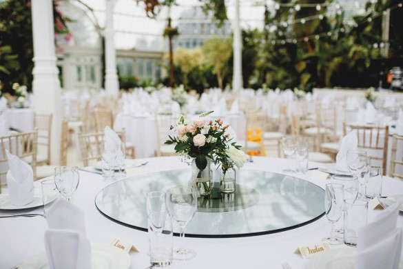 A chic wedding with a wow-factor venue!