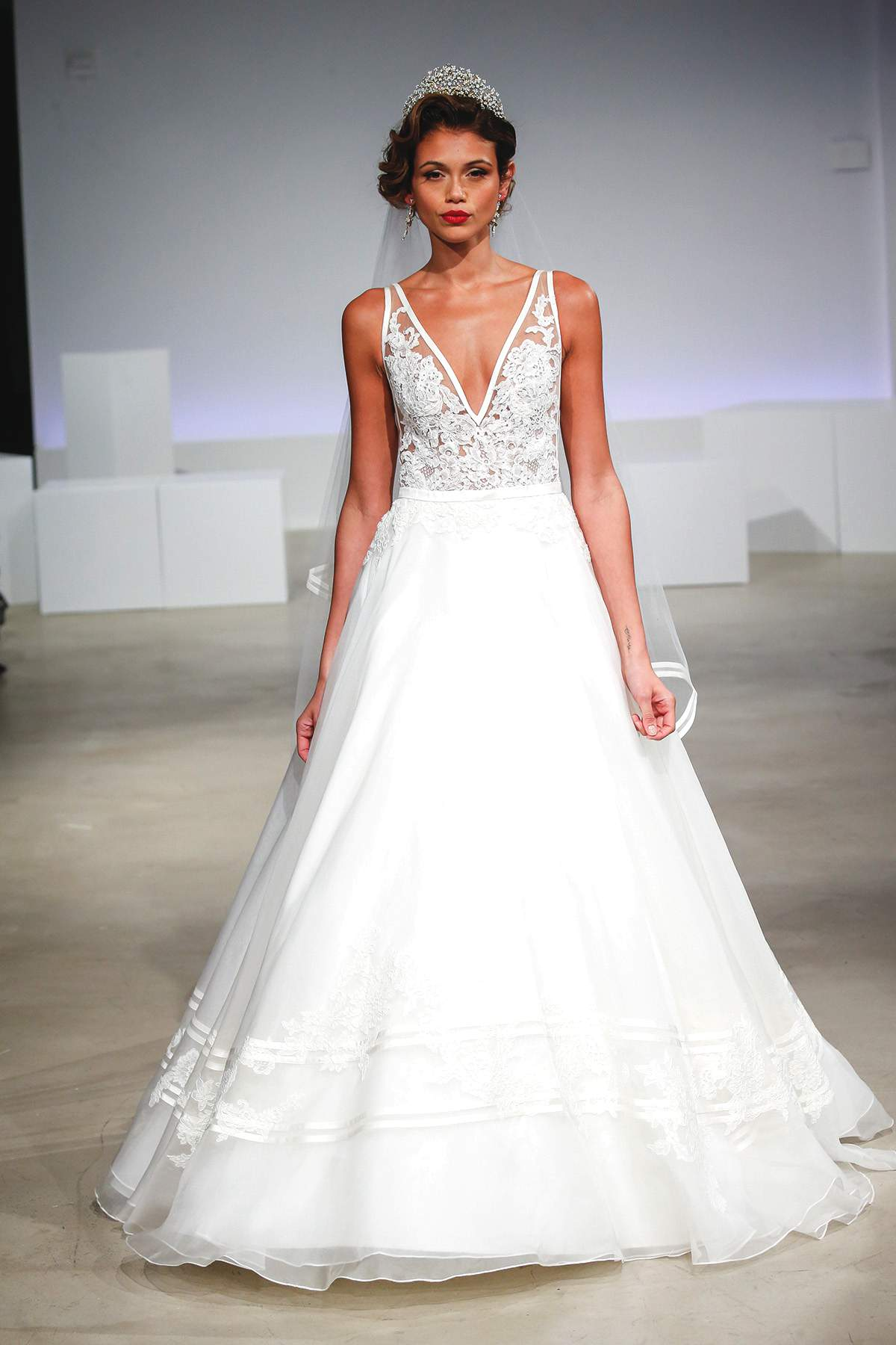 Wedding dresses to suit your body shape - Love Our Wedding