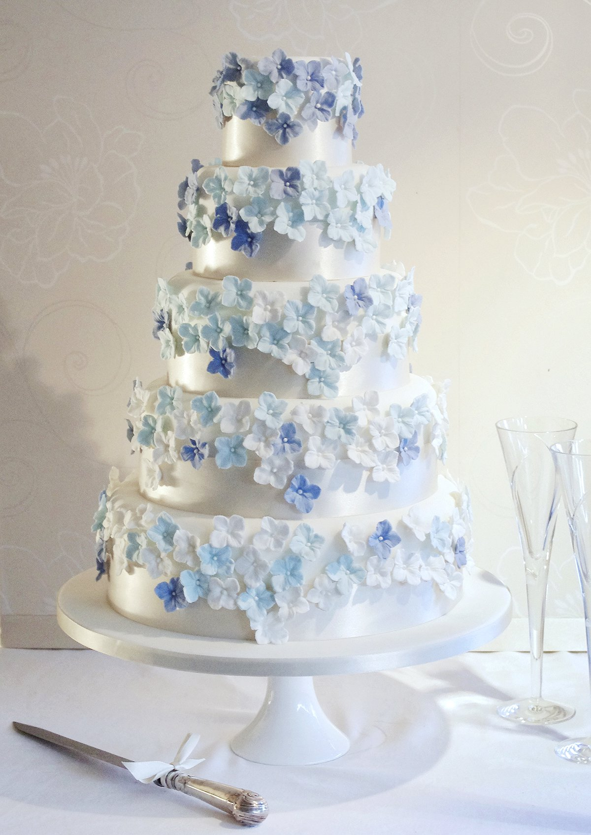 CAKE MAISON - HYDRANGEA DRIFT Serves 200 - £1200