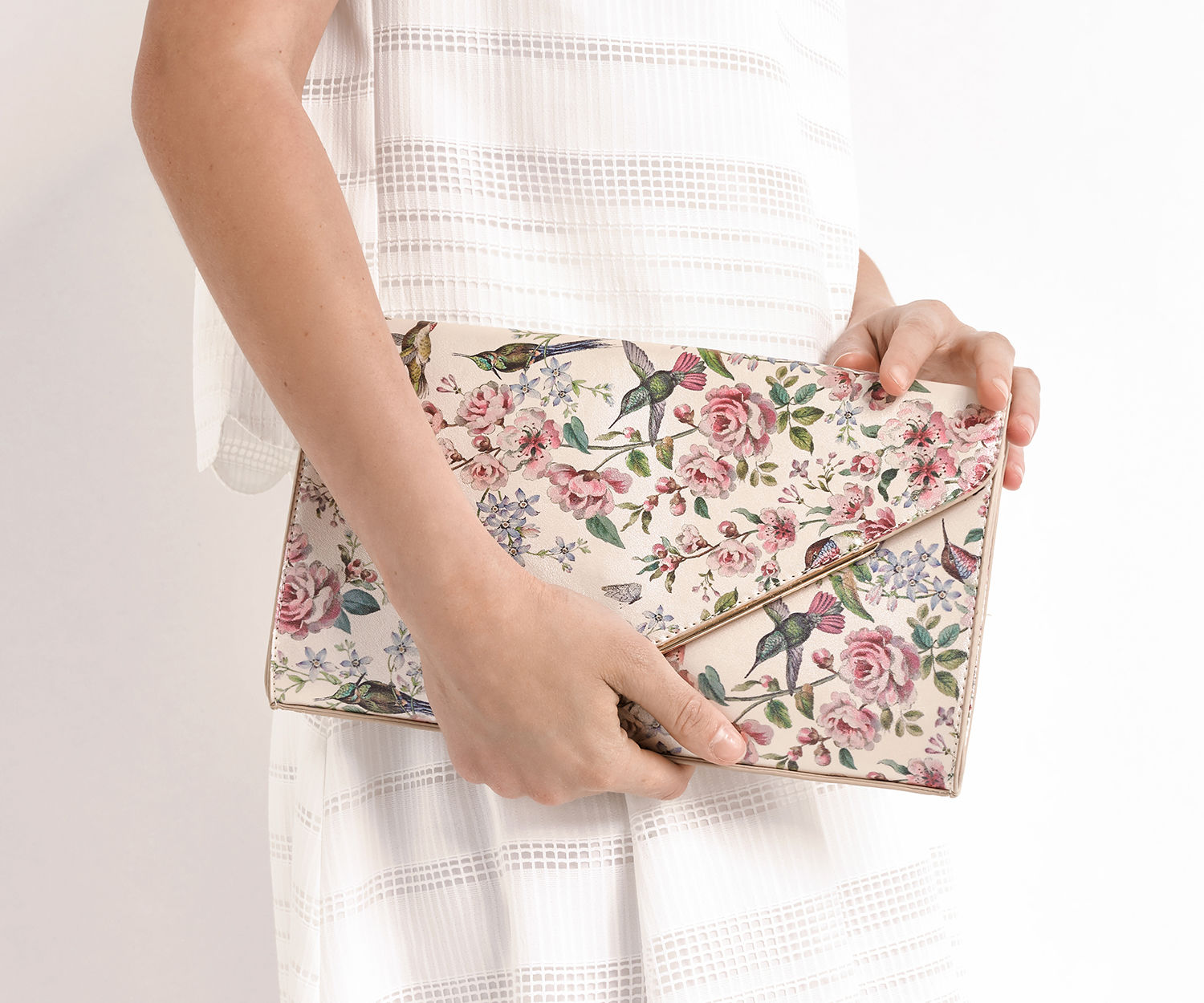 d442442e1910 6 quirky bridal clutch bags - Love Our Wedding
