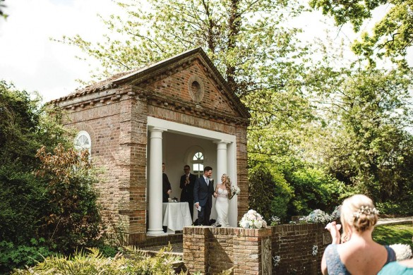 A relaxed country wedding with party vibes