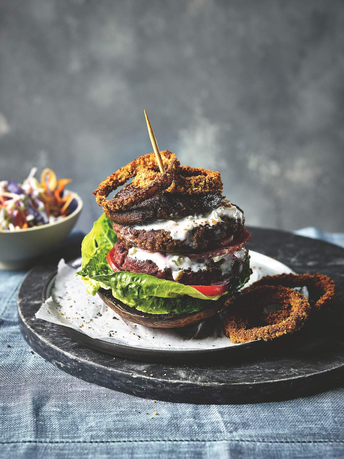 Skyscraper Burger with Onion Rings_COMFORT