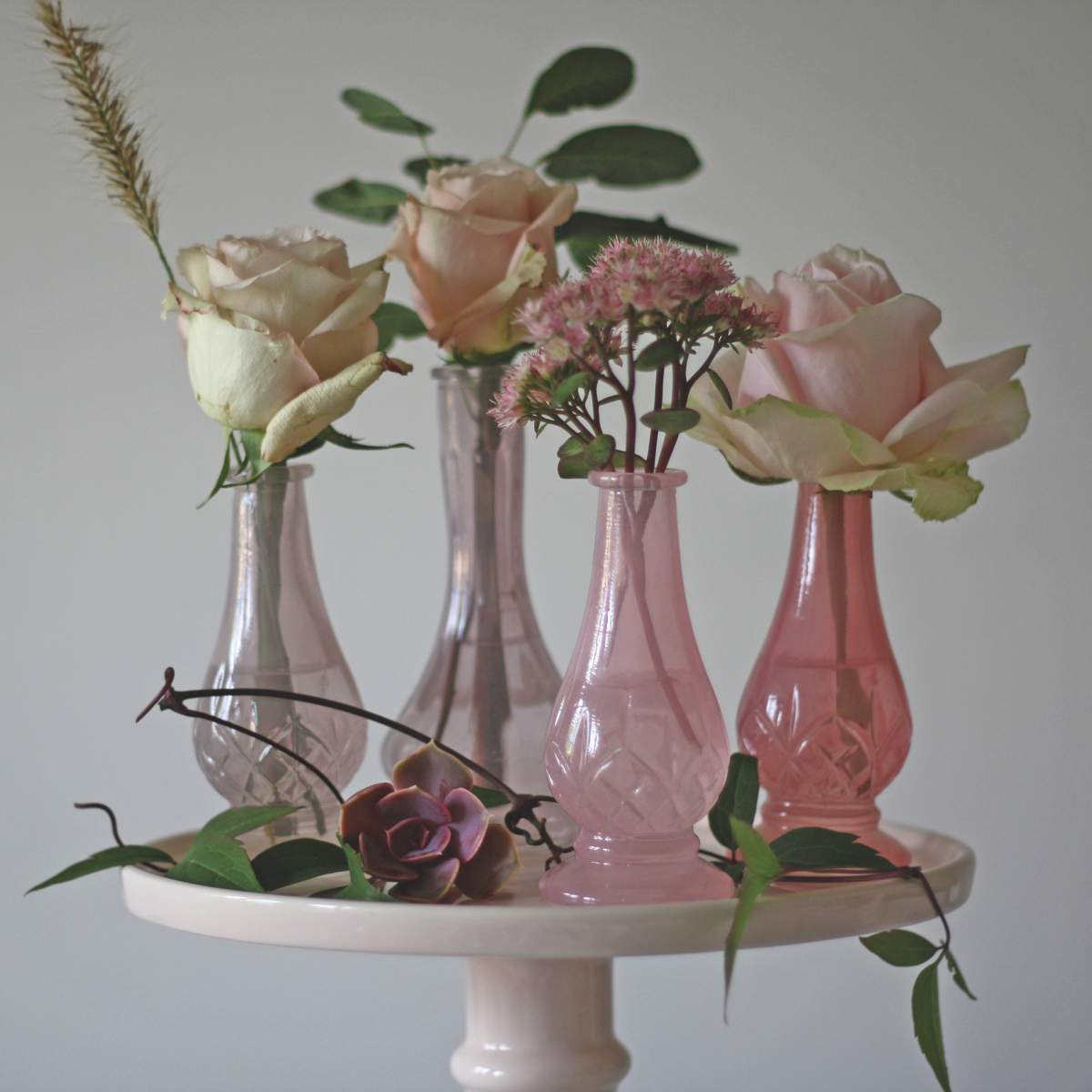 LIFESTYLE The Wedding of my Dreams Dainty Pink Glass Bud Vases ú20 for 4 (1)