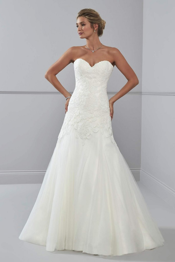 Gorgeous lace wedding dresses from Romantica - Love Our Wedding