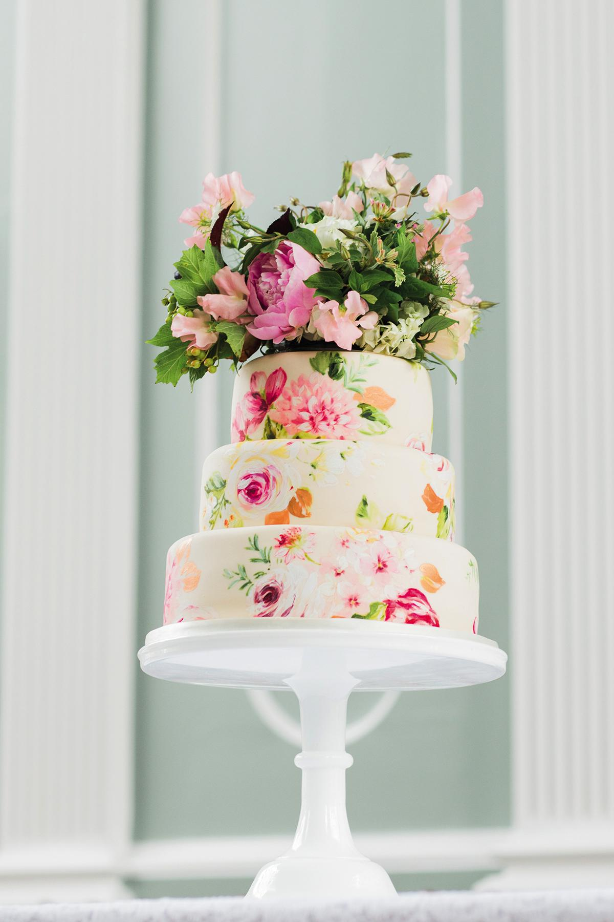 bake wedding cake at home floral wedding cakes that are pretty to eat 11035