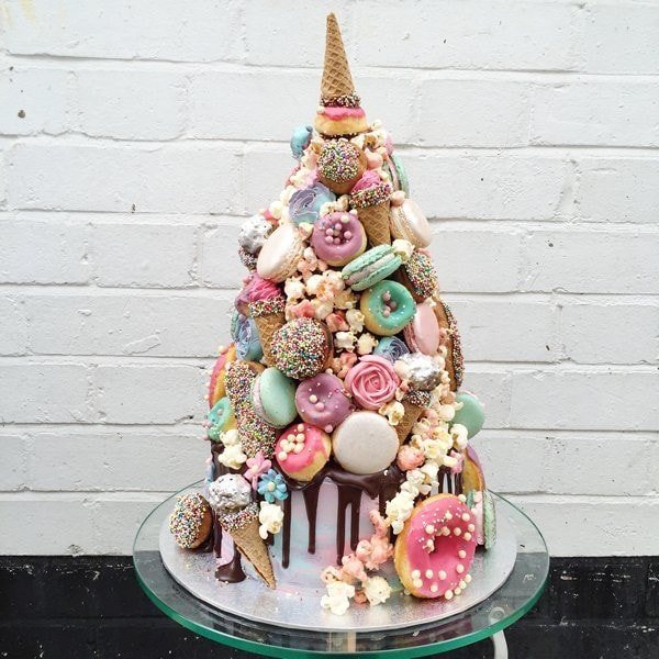 angesdesucre.com £825 m_Unicorn_Croquembouche_Cake_01_1024x1024