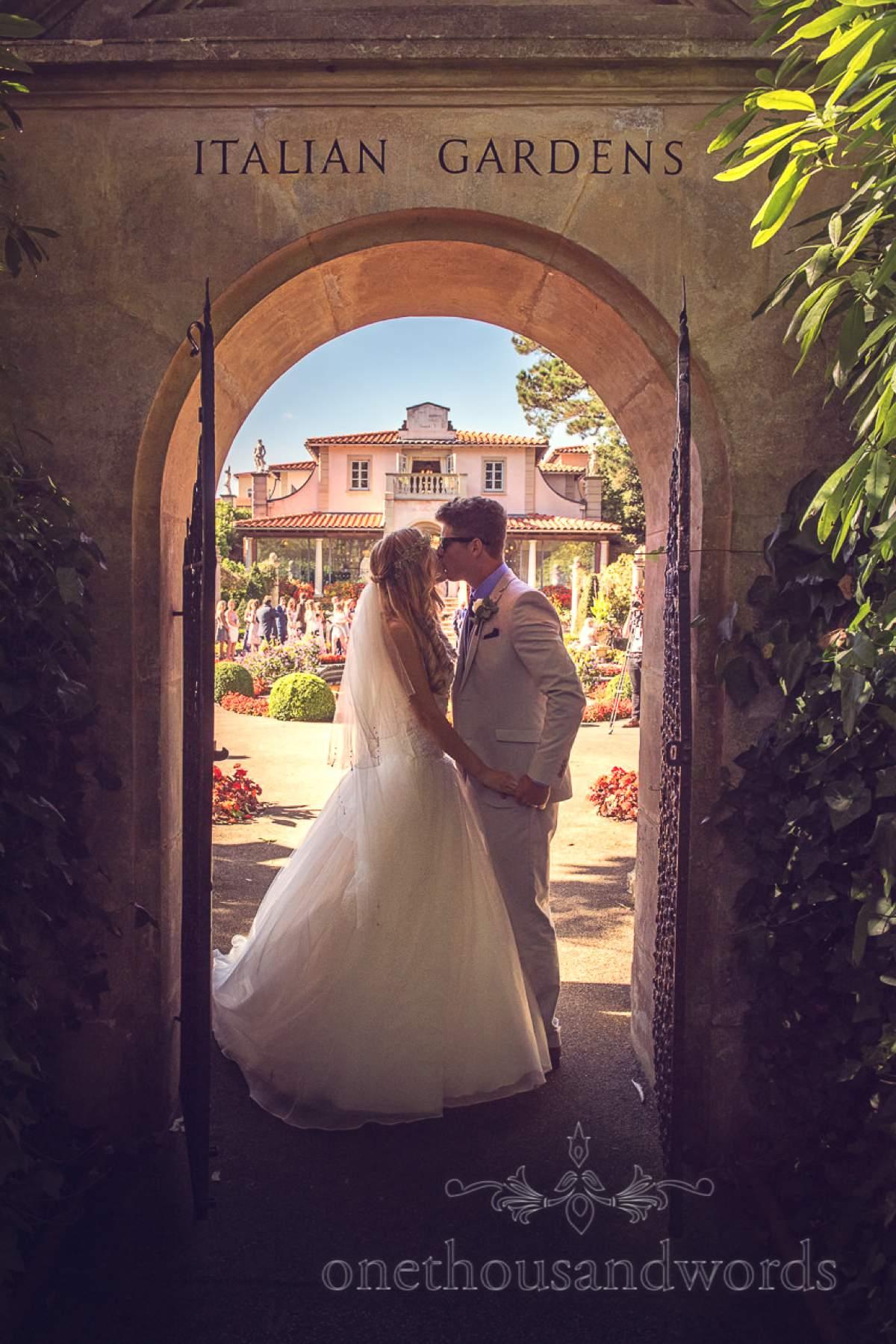 italian-villa-wedding-photographs-bride-and-groom-kissing-in-italian-gardens